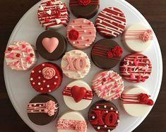 Valentines Baking, Valentines Day Chocolates, Valentine Desserts, Valentine Chocolate, Valentines Day Cookies, Valentine Cake, Valentine Treats, Chocolate Covered Treats, Chocolate Bomb
