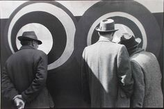 Louis Stettner, Men Looking at Concentric Circles, New York, 1951