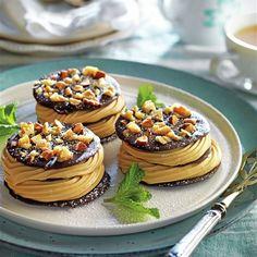 Milhojas de crujiente de chocolate con crema de caramelo Waffles, Pancakes, Strudel, Chocolates, Breakfast, Sweet, Recipes, Biscuit Cake, Mille Feuille
