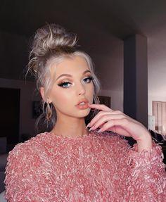 Loren Gray Snapchat, Valentine's Day Hairstyles, Style Français, Grey Makeup, Beautiful Buns, Auburn Hair, Models, Her Hair, Hair Inspiration