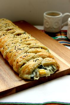 Spinach & Artichoke Puff Pastry Braid - Flour & Spice Spinach & Artichoke Puff Pastry Braid - Flour & Spice,Food and drink Spinach & Artichoke Puff Pastry Braid - Flour & Spice appetizers and drink pastry recipes cabbage rolls recipes cabbage rolls polish Spinach Puff Pastry, Spinach Puffs Recipe, Puff Pastry Pizza, Spinach Recipes, Whole Food Recipes, Cooking Recipes, Recipes Dinner, Snacks, Gastronomia