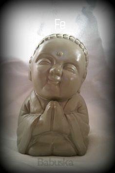 "Buda ""Fe"" pintado y laqueado a mano.  http://babuskaconamor.blogspot.com.ar #babuska #babuskaconamor #buda #budabebe"