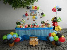 Festa personalizada tema Angry Birds. Ideal para festas em escolas. Produtos personalizados, decoração com balões. Criamos os projetos a partir do tema.