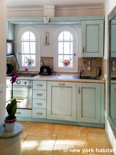 Check out the adorable kitchen in this French Riviera! (more pics inside!)  -  Pinned 6-15-2015.