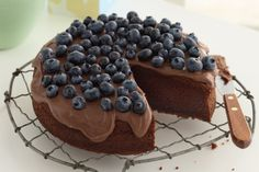 Liberally spead on icing/frosting and then pile high with beautiful berries! Perfect!
