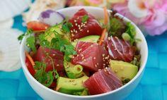 Direttamente dalle Hawaii ecco la ricetta del poké, un'insalata di tonno crudo condita con olio di sesamo, salsa di soia e tanto altro!
