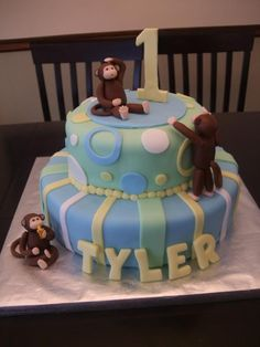 love the monkeys on this cake