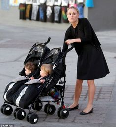 Best Tandem Double Stroller Reviews for Infant and Toddler & new parents. #Best #Tandem #Stroller #Buy #Tips Double Stroller Reviews, Best Double Stroller, Double Strollers, Baby Strollers, Tandem, New Parents, Infant, Children, Tips