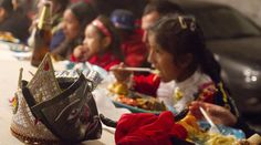 Perú - Paucartambo, un descanso en plena fiesta en homenaje a la Virgen del Carmen, observe la mascara | El Comercio Perú - Jhabich