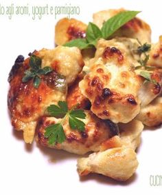 Chicken nuggets with herbs, yogurt and parmesan – Chicken Recipes Italian Chicken Dishes, Red Sauce, Chicken Nuggets, Turkey Recipes, Parmesan, Spicy, Food And Drink, Cooking Recipes, Meat