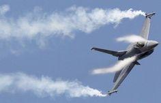 اخبار اليمن خلال ساعة - شاهد.. الحوثيون ينشرون فيديو لحطام طائرة زعموا اسقاطها في صنعاء