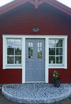 Granberg K52-G - Leksandsdörren Exterior Paint, Exterior Design, Tudor Cottage, Classic Doors, Garden Steps, Front Door Colors, Prefab, New Homes, Outdoor Decor