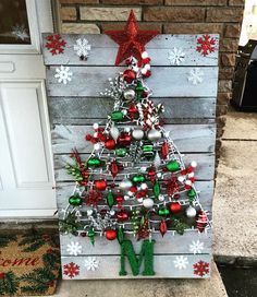 Hallmark Peanuts Traditional Christmas Cards with Foil and Glitter Accents and Matching Envelopes, 40 Count Home Decor home depot outdoor christmas decorations Wall Christmas Tree, Pallet Christmas, Rustic Christmas, Christmas Tree Ornaments, Christmas Crafts, Snowman Crafts, Christmas Christmas, Home Depot Christmas Decorations, Holiday Decor