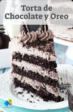 This Chocolate Oreo Cake recipe is to die for! A moist chocolate cake recipe ful… This Chocolate Oreo Cake recipe is to die for! A moist chocolate cake recipe full of Oreo icing and crushed up Oreos. An Oreo lover's dream dessert. Oreo Torta, Diy Dessert, Oreo Icing, Oreo Buttercream, Oreo Cake Recipes, Oreo Recipe, 9 Inch Cake Recipe, Slice Recipe, Base Recipe