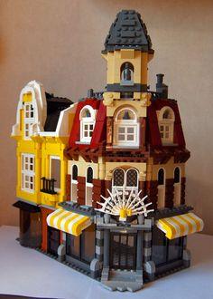 LEGO Cafe Corner without the base alongside what looks like a custom modular building. Casa Lego, Lego Boards, Lego Building, Building Ideas, Lego Modular, Lego Design, Lego Architecture, Lego Brick, Lego City