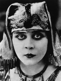 Theda Bara (born Theodosia Burr Goodman) (July 1885 – April was an American silent film actress. Bara was one of the most popular screen actresses of her era, and was one of cinema's earliest sex symbols. Read More: Theda Bara Old Hollywood Glamour, Hollywood Fashion, Classic Hollywood, Vintage Hollywood, Silent Film Stars, Movie Stars, Cleopatra, Popular Actresses, Cinema