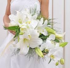 buque de lírios brancos - Pesquisa Google Gerbera, Bouquet, Wreaths, Table Decorations, Bridal, Wedding, Home Decor, Anna, Wedding Boutonniere