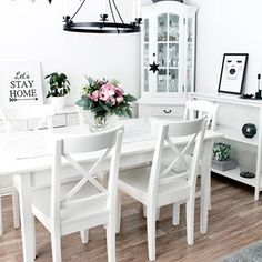 Happy Monday!  ~⭐⭐⭐~  Iloista maanantaita!    #diningarea #ruokapöytä #ruokailutila #sisustus #sisustaminen #skandinaavinensisustus #inredning #finnishhome #valkoinenkoti #sisustusinspiraatio #olohuone #livingroom  #cimlainterior #suomisisustaa #whitehomes #instakodit #skandimodernit #scandinaviandecor #etuovisisustus #instablogit #instablogitfinland #jj_interior_ #designstyleliving Photo And Video, Chair, Interior, Table, Furniture, Home Decor, Recliner, Homemade Home Decor, Indoor
