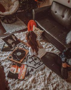 Home decor retro Uo Home, Vinyl Music, Retro Home Decor, Aesthetic Photo, House Music, Home Improvement Projects, Home Decor Bedroom, Portrait Photography, Aesthetics