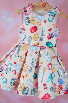 Vestido Infantil Masterchef Mon Sucré Frocks For Girls, Little Girl Dresses, Girls Dresses, Kids Dress Wear, Kids Wear, Baby Girl Dress Patterns, Baby Dress, Dress Anak, Stylish Dress Designs
