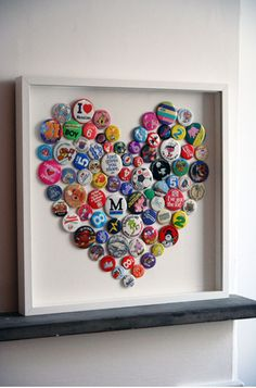 DIY Bottle Cap Art or with buttons or pins. Finally something to do with all my kids' baseball pins/buttons! Bottle Cap Art, Bottle Cap Crafts, Diy Bottle, Plastic Bottle, Button Art, Button Crafts, Heart Button, Button Badge, Fun Crafts