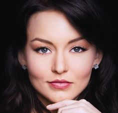 Angelique Boyer is Mexican actress, most known for her role in telenovela ''Teresa'' as Teresa Chavez. This role made her famous, worldwide. Sebastian Rulli, Telenovela Teresa, Youre Like Really Pretty, Mexican Actress, Ancient Beauty, Oily Skin Care, Hollywood Actor, Celebrity Look, Love Hair
