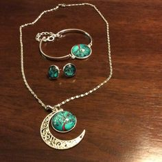 HOST PICK 1/28/16 Beautiful jewelry set Includes silver necklace, bracelet w extender, and earrings! Jewelry