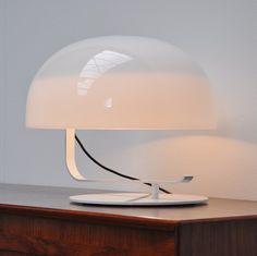 https://www.nedgis.com/products/lampe-a-poser-cobra-blanc-h40cm-martinelli-luce