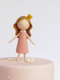 Um bolo feito à medida de uma verdadeira princesa!   A cake fit for a princess!     ♥︎                                                                                                                                                                                 Mais