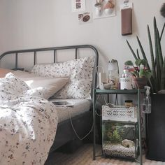 Home Decoration Interior room bed and bedroom image. Decoration Interior room bed and bedroom image. Bedroom Images, Bedroom Themes, Room Decor Bedroom, Dorm Room, Bedroom Inspo, Bedroom Ideas, Diy Bedroom, Modern Bedroom, 1920s Bedroom