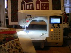 A JUKI HZL Exceed 600 - my favourite sewing machine for piecing!