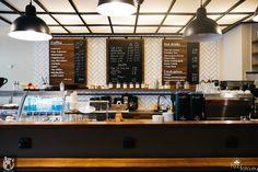 Kontuar barowy w kawiarni 12 oz w Berlinie