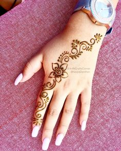 Unique Mehndi Design Mehndi henna designs are always searchable by Pakistani women and girls. Women, girls and also kids apply henna on their hands, feet and also on neck to look more gorgeous and traditional. Cute Henna Designs, Henna Tattoo Designs Simple, Floral Henna Designs, Finger Henna Designs, Beautiful Henna Designs, Mehndi Designs For Beginners, New Mehndi Designs, Easy Henna Hand Designs, Tattoo Simple