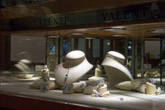 Serrande sovente abbassate: la fotografia di una Parma in cui non mancano i saldi. Mancano i soldi
