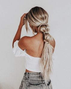 Top 25 Easy and Beautiful Ponytail Hairstyles Ponytails are easy to do and are such a versatile style! From casual-messy to elegant evening looks, Check out our top favorite easy to do ponytail hairstyles Box Braids Hairstyles, Pretty Hairstyles, Boho Hairstyles For Long Hair, Chic Hairstyles, Straight Hairstyles Prom, Hairstyles For Nurses, Easy Ponytail Hairstyles, Country Hairstyles, Funky Hairstyles For Long Hair