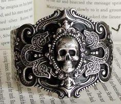 ♠ Silver Skull Cuff