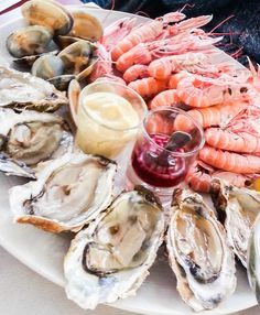 Plateau de fruits de mer au Bar iodé à Quimper Seafood Platter, Seafood Pasta, Shellfish Recipes, Man Food, Food Design, Food Photo, Oysters, Food Videos, Love Food