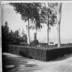 Estàtua de Manelic al parc de Montjuïc :: Fons fotogràfic Salvany (Biblioteca de Catalunya)