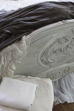 White bed, dark velvet linens - seemed odd, but I keep finding myself drawn back to it, so pinned it is.