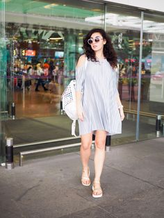 Tropical Looks // Holiday Outfit Diary Pt. 1 - Everyday summer looks from my trip to Kuala Lumpur, Singapore and Indonesia. Airport Attire, Travel Attire, Kuala Lumpur, Holiday Outfits, Asia Travel, Summer Looks, Southeast Asia, Travel Style, Travel Inspiration
