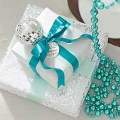 Christmas Decorating Ideas: Blue and White Gifts