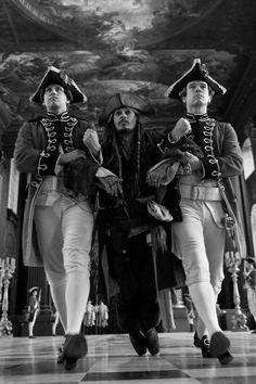 Captain Jack Sparrow (Johnny Depp)~ Pirates of the Caribbean. Funny shot, photo b/w. Captain Jack Sparrow, Great Films, Good Movies, Film Pirates, Jack Sparrow Wallpaper, On Stranger Tides, Johny Depp, Cw Series, The Lone Ranger