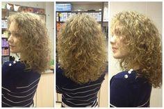 very pretty medium curl in medium length perm Medium Permed Hairstyles, Cute Hairstyles, Medium Curls, Curl Curl, Tight Curls, Hair Today, Fine Hair, Curly Hair Styles, Hair Beauty