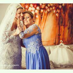 Iniciamos esta segunda com muito amor !!  Foi uma honra vestir três gerações desta família linda  #camilafragahcb #hautecouture #bridecamilafraga #vestidodenoiva #maedanoiva #filhadanoiva