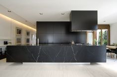 Welcome to Ideas of Modern Black Kitchen Designs article. In this post, you'll enjoy a picture of Modern Black Kitchen Designs design . Kitchen Interior, New Kitchen, Modern Interior, Kitchen Wood, Kitchen Living, Marble Interior, Kitchen Industrial, Design Interior, Stone Kitchen
