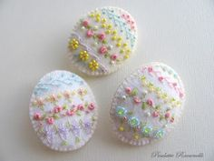 These are a bit cute... and ideal for those who don't eat chocolate or eggs! Felt and embroidery Easter eggs.