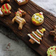 今日はかわいいアイシングクッキー♪こちらはレッスン承っております!  #東京シュガーアート #レッスン #シュガーアート #シュガークラフト #東京 #恵比寿 #芦屋 #アイシングクッキー #カップケーキ #アイシングポップス #クリスマス #クスパクリスマス2016 #アドベントカレンダー #tokyosugarart #sugarart #sugarcraft #icingcookie #royalicing #sugardecoration #sugarcookies #sugar #cupcake #icingpops #christmas #advent