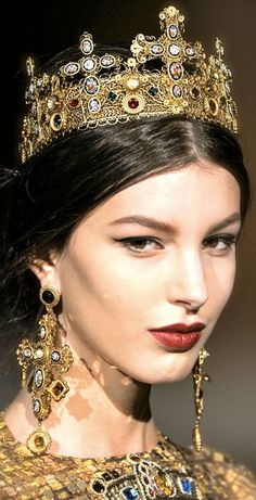 Dolce & Gabbana F/W 2013-14 Jewelery-- it's a little much... but who cares?????
