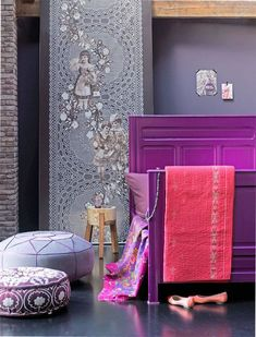 20 Jawdropping Bedroom Ideas - Love that purple bed!