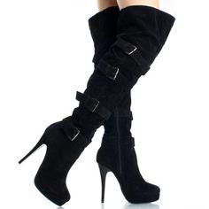 Belli stivali in camoscio nero!